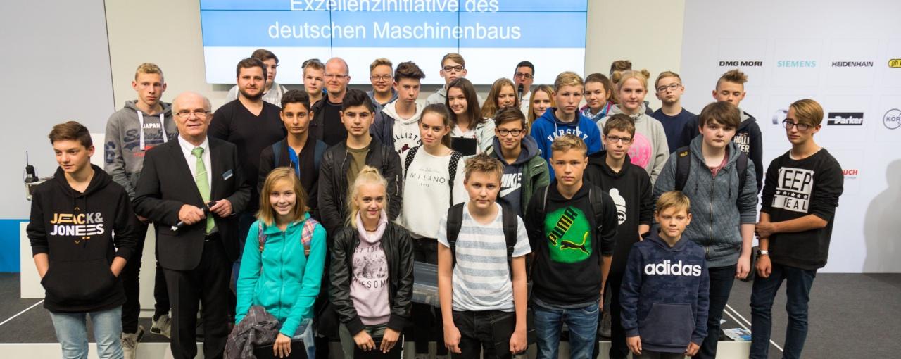 """Gesamtschüler auf der Messe """"EMO Hannover 2017"""""""
